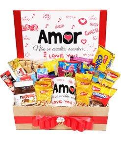 uma cesta de café da manhã para dataromanticas, como dia dos namorados