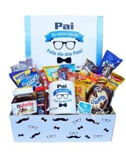 cesta de café da manhã com caixa azul para o dia dos pais